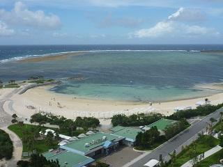 強風のエメラルドビーチ