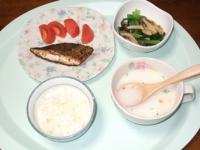 8/3 夕食 鮭のバジルオリーブオイルソテー、小松菜としめじの煮びたし、ポタージュ、ごはん