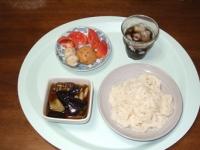 8/4 昼食 そうめん、なすとシメジのつけ汁、鶏団子、レンコンひろうす、麦茶