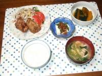 8/4 夕食 鶏ももアップルハニー焼き、バランスサラダ、カボチャの煮物、冷奴、小松菜と油揚げの味噌汁、ごはん