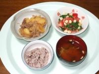 8/22 夕食 肉じゃが、モロヘイヤとトマトのサラダ、油揚げの味噌汁、雑穀ごはん