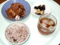 8/26 昼食 豆腐の豚酒かすキムチ煮かけ、ナスの塩麹漬け、雑穀ごはん、麦茶