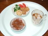 9/2 昼食 鶏から揚げ、レンコンもち、ブロッコリー、トマト、鰹のふりかけ、雑穀ごはん