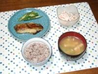 9/3 夕食 カレイの味噌漬け、オクラのおかかまぶし、レンコンサラダ、小松菜と油揚げの味噌汁、雑穀ごはん