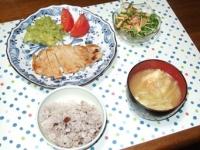 9/4 夕食 豚ロースの塩麹漬けソテー、豆苗と油揚げのサラダ、キャベツと油揚げの味噌汁、雑穀ごはん