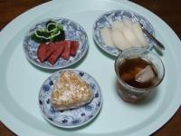 9/15 朝食 雑穀おにぎり、ソーセージ、ブロッコリー、梨、麦茶