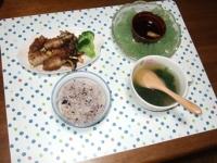 10/1 夕食 豚バラ肉しそチーズ巻、じゃがもち餃子スープ、刺身こんにゃく、雑穀ごはん