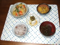 10/3 夕食 鶏じゃが、もやしとコーンのカレー炒め、冷奴、もずくスープ、雑穀ごはん
