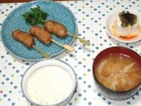 10/4 鶏つくね串、冷奴、キャベツと油揚げの味噌汁、ごはん