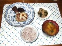 10/6 夕食 チーズインハンバーグ、蒸しナスとわかめのポン酢和え、ジャガイモと水菜の味噌汁、雑穀ごはん