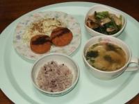 10/9 夕食 チーズインコロッケ、しめじと小松菜の煮びたし、餃子ワカメスープ、雑穀ごはん