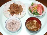 10/10 夕食 牛バラと根菜炒め、豆苗のサラダ、長ネギの味噌汁、雑穀ごはん