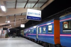 Train_to_UbonRatchathani_1408-218.jpg