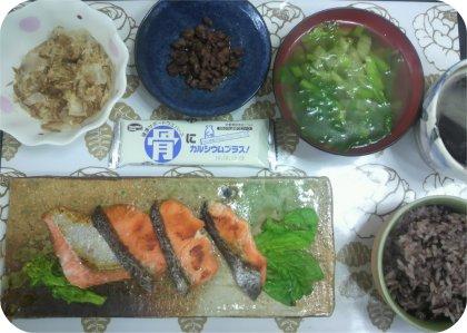 2-23鮭と牛そぼろと菜の花スープ