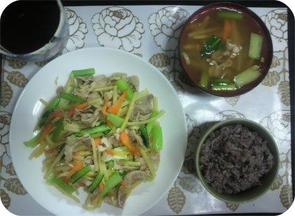 3-2夕ご飯竹の子と豚肉黒の雑穀米