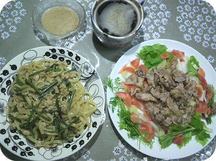 4-16焼きうどんと大根セロリ豚サラダ