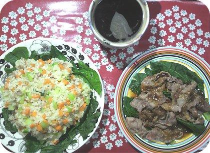 5-15パックご飯で小松菜豚人参飯と国産牛を焼く