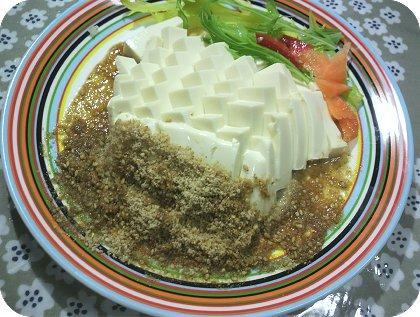 5-29豆腐はゴマ醤油が好き