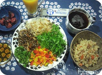 7-10炊き込みご飯とキンピラ人参菜和え