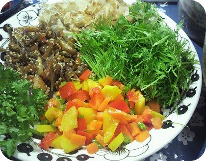 7-10炊き込みご飯とキンピラ人参菜和え2