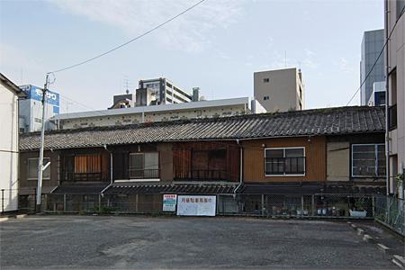 博多区博多駅東の木造長屋01
