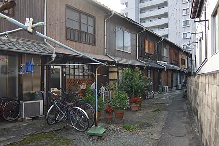 博多区博多駅東の木造長屋02