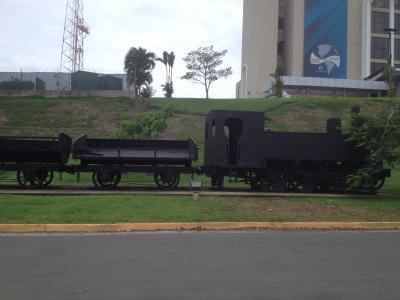 パナマ 運河 機関車