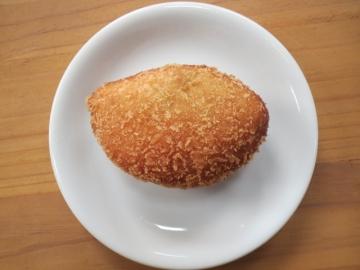 牛すじ黒カレーパン 160円