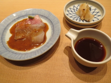 刺身と黄身醤油とガリ