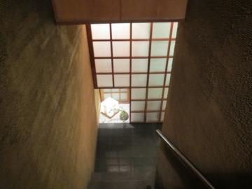 階段を下り・・・