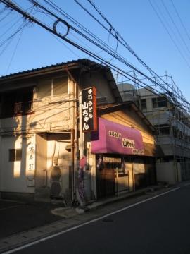 ②朝陽の当たる店