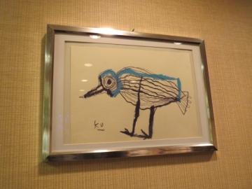 店内は何枚も黒田 征太郎さんの鳥の絵が