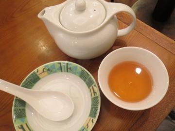 お茶と小皿