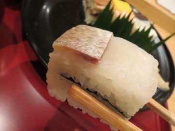 鯛寿司です。一つ一つがとても丁寧