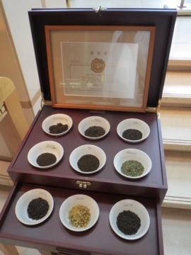 日本紅茶協会認定店です。認定書が店の表に