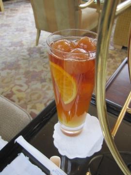 ・ハイティーのアイスティー。氷も紅茶
