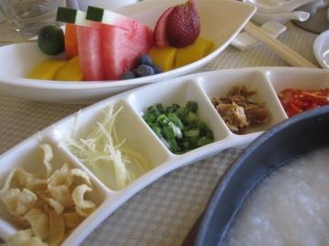 ・ルームサービスで、シンガポールの朝食メニュー(粥)