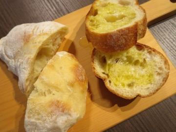 ガーリックトーストと自家製パン