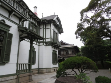 重要文化財の洋館と日本館