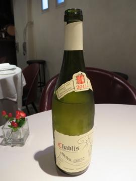 ルパン・ミュラ ワインセレクション 4杯ハーフグラス 3000円。1杯目のボトル
