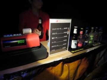 アクアリウム内でシンハービールを買う。800円