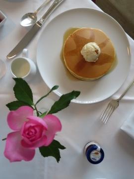 朝食にパンケーキ