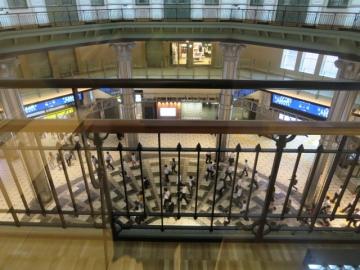 ・ドームの床は復原前のドームの天井の意匠が残された形