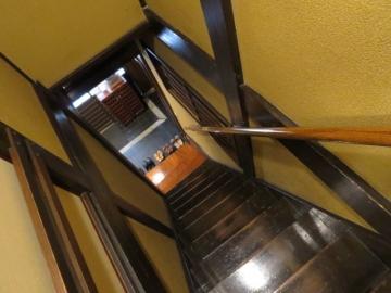 1~2階を繋ぐ階段