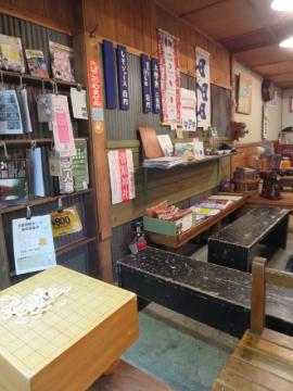 店内。囲碁・将棋は無料で出来ます