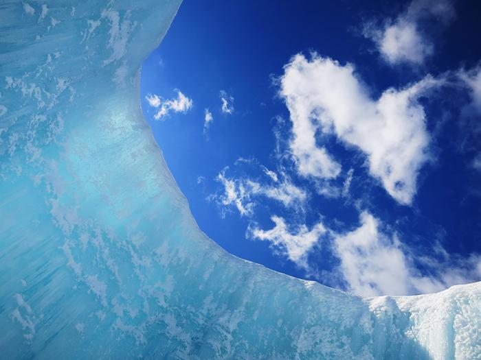 千歳・支笏湖 氷濤まつり 青空