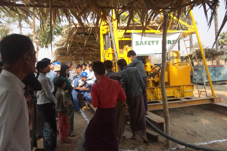 クワンパラ村掘削開始