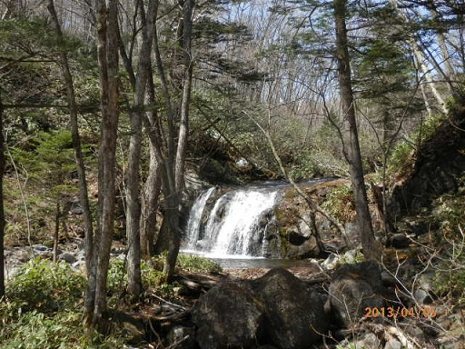 4月の「石樋の滝」 宿よりお車2分~徒歩約20分