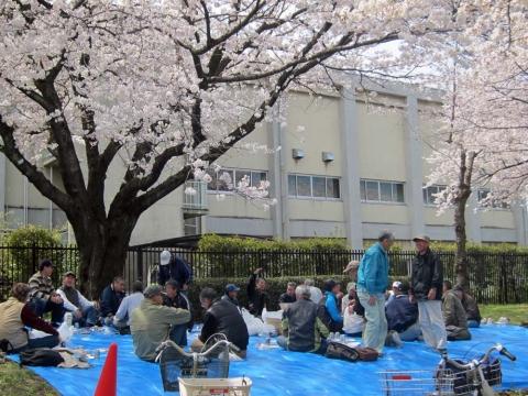 22根川緑道おじいさんの宴会