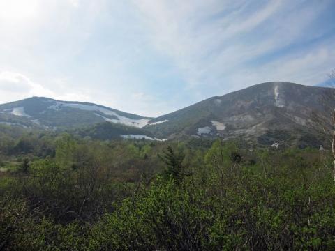 57東吾妻山と一切経山